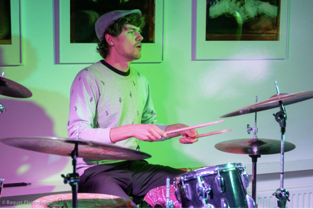 Mathieu am Schlagzeug